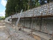 Protipovodňová nábřežní zeď – železobetonovou konstrukci jsme celou obložili kamenem a pohledově sladili se sázavským klášterem